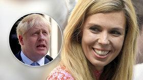 Blond Carrie žije s premiérem na hromádce. Experti: Johnson ji v ústraní neudrží