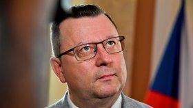 """Konec Staňka provází chaos. Končící ministr zmínil """"absurdní tlak"""" na Zemana"""