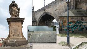Graffiti Němců na Karlově mostě nebylo jediné: Turisté píšou vzkazy přímo pod sochy!