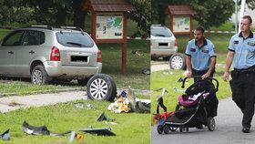 Tragédie v Humpolci: Auto smetlo kočárek se dvěma dětmi, chlapeček (†2) zemřel