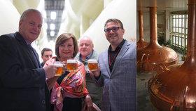 Schillerová s pivem v ruce dala slib o privatizaci Budvaru. Ležák měla z tanku
