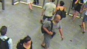 Sexuální predátor útočil u nemocnice Motol: Dívce zacpal pusu a strhl ji na zem! Policie hledá svědkyni v červených kalhotech