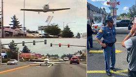 Na rušné ulici nouzově přistálo letadlo. Zastavilo na červené, jistil ho strážník