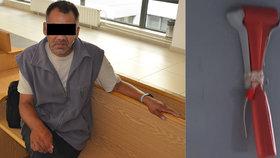 Jsem na hlavu, řekl vandal: Červeným kladívkem zničil v Ostravě tramvaj i bankomaty