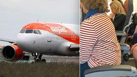Žena v letadle vyfasovala sedadlo bez opěradla. Lidé zuří, aerolinky případ šetří