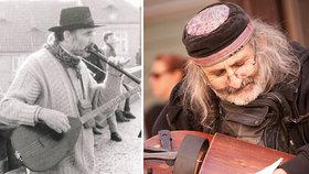 """Pouliční muzikant Jiří (72). Na Karlově mostě hrál už v roce 1987: """"Chybí mi stará Praha,"""" říká"""