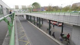 Ostuda na východě Prahy: Zchátralý terminál na Černém Mostě čeká proměna, vznikne studie