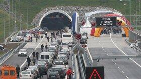 Peklo na dálnici D1: Od pátku do pondělí zavřou Klimkovický tunel!