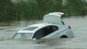 Rozmazlenec poslal své BMW do řeky, protože chtěl od rodičů Jaguára
