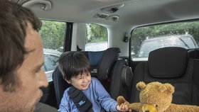Zásady bezpečného cestování s dětmi v autě