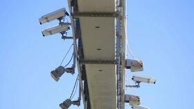 """Nové pasti na řidiče na D1: Radary budou ve zúženích měřit """"osmdesátku"""""""