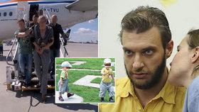 """Otce """"vlčích dětí"""" z Vinohrad eskortovali z Francie do Česka: Z letiště putoval rovnou za mříže"""