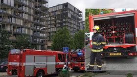 Evakuace na Žižkově: Byty muselo opustit 40 lidí, v domě hořel rozvaděč