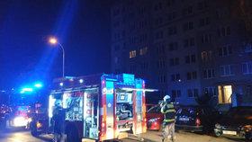 Požár bytu v Řepích: Sousedka popsala dramatický zásah hasičů. Nadýchali jsme se kouře, řekla