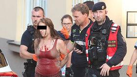 Vražda dítěte na pražském Břevnově: Chlapce (†9) ubodala matka?! Celou od krve ji odvedla mordparta