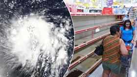 Karibský ráj přežil úder bouře, ta se sune na Floridu. Lidé vzali útokem supermarkety i benzinky