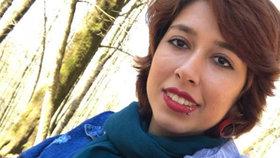 """Tvrdý trest za """"šíření prostituce"""": 24 let pro 20letou aktivistku. Za sundání šátku"""