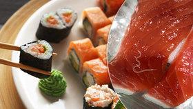 Turistům v restauraci servírovali sushi s tasemnicí. Hosté skončili v nemocnici