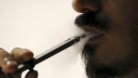 E-cigarety zabíjí? V USA jim přisuzují už na 40 obětí