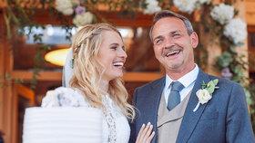 Synovec Březinové se oženil! Známý dabér si vzal krásnou reportérku