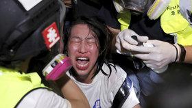 Výhrůžky znásilněním a urážky. Ženy čelí kvůli protestům v Hongkongu štvavé kampani