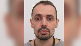 Vykradač chatek (36) má zákaz do Prahy, vyhýbá se zadržení. Hledají ho tři čtvrtě roku