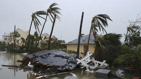 Hurikán Dorian udeřil na Spojené státy. Na zpustošené Bahamy míří stovky pytlů na mrtvá těla