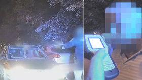 Opilý řidič v Hájích daleko neujel: Strážníci mu naměřili 2 promile, z vozu vyvrávoral