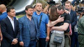 Rusko a Ukrajina přepisují historii: Vyměnily 35 vězňů, volný je i režisér Sencov