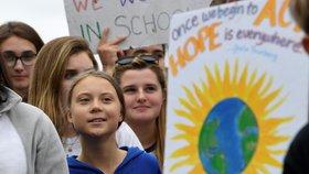 """""""Nemůžete dýchat peníze."""" Aktivistka Greta živila protest před Bílým domem"""