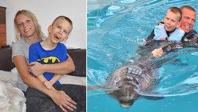 Honzík je uvězněný sám v sobě: Mozek funguje, ale tělo neposlouchá! Pomáhají mu delfíni