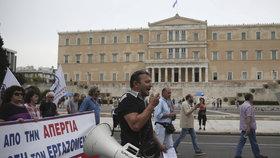 Řecko paralyzovaly protesty. Doprava na ostrovy stojí, stávkuje se i ve školách