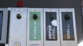 Ceny nafty a benzinu letí znovu nahoru. Nejdráž je v Praze, ušetříte na jihu