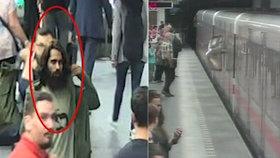 """Skleněná tabule vylétla na nástupiště metra plné lidí! """"Ničitele"""" z Pražského povstání hledá policie"""