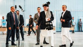 Podezření z podvodů, násilnosti a žádné změny: Afghánistán uzavírá prezidentské volby