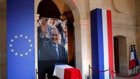 Francouzi se loučí s exprezidentem Chiracem. U katedrály stojí dlouhé fronty