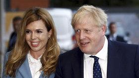 """Premiér vyrukoval s vyznáním lásky. Ale štěstí s """"vydřičkou"""" brání Johnsonův rozvod"""
