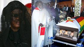 """Mugabeho pohřbili v rodné vesnici """"Bože, měj s ním slitování,"""" prosil za diktátora kněz"""