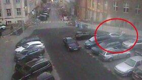 Bizár na Vinohradech: Spor o parkovací místo vyústil v grotesku, řidič skočil druhému na kapotu