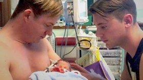 Kamarádka poskytla vajíčka, její sestra dítě odnosila. Máme konečně syna, radují se dva tatínci