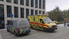 Smrt na Žižkově: V několikametrovém výkopu našli bezvládné tělo muže