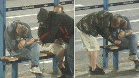 Opilci se zdřímnutí nevyplatilo: Na zastávce v Ostravě ho okradli hned dvakrát