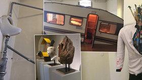 Co všechno čekat od výstavy Nevšechno? Potápějící se karavan, spoluautorství datlů či pisoár u stropu