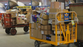 Česká pošta chce vyhodit 1500 lidí, listonoše i šoféry. Hamáček žádá vysvětlení