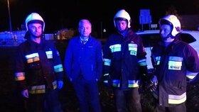 Europoslanec hrdinou: Z hořícího auta vytáhl muže s dvouletým synkem