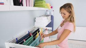 Jak sušit prádlo v bytě, aby dobře proschlo a nezatuchlo?