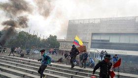 Zrušení dotací vyhnalo tisíce lidí do ulic. V Ekvádoru zaútočili na parlament, vláda prchla