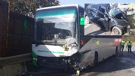 Matouš vjel po noční pod kola autobusu: Místo syna zdrcené mámě doma zazvonila policie