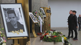 Pohřeb hvězdy Tváře Jana Kratochvíla (†29): Přišla jediná celebrita