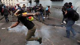 Prezident na vozíku se i s vládou ukryl v přístavu. Lidé v Ekvádoru dál zuří
